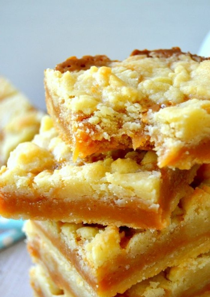 tarte-crumble-dessert-delicieux-pate-sablee-et-fruits
