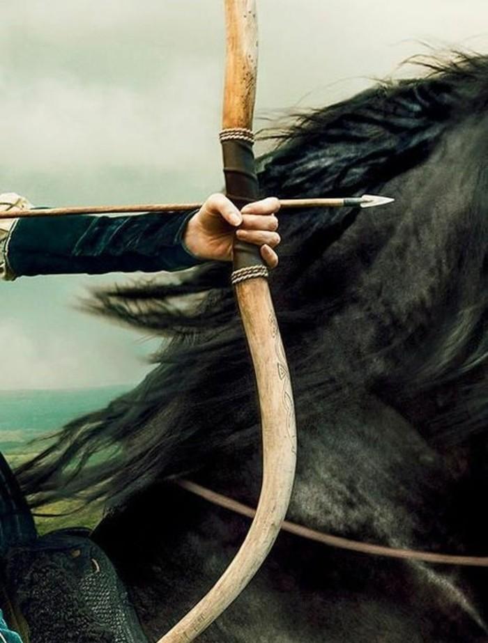 tirer-a-l-arc-lorsque-on-monte-un-cheval-fabriquer-un-arc-en-bois-arc-medieval