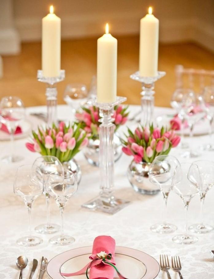tres-elegante-deco-table-paques-motifs-printaniers-tres-frais-deco-luxuriante