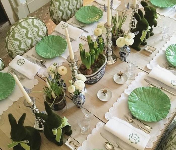 tres-jolie-deco-table-paques-en-vert-sur-le-theme-lapin-de-paques-idee-extremement-originale