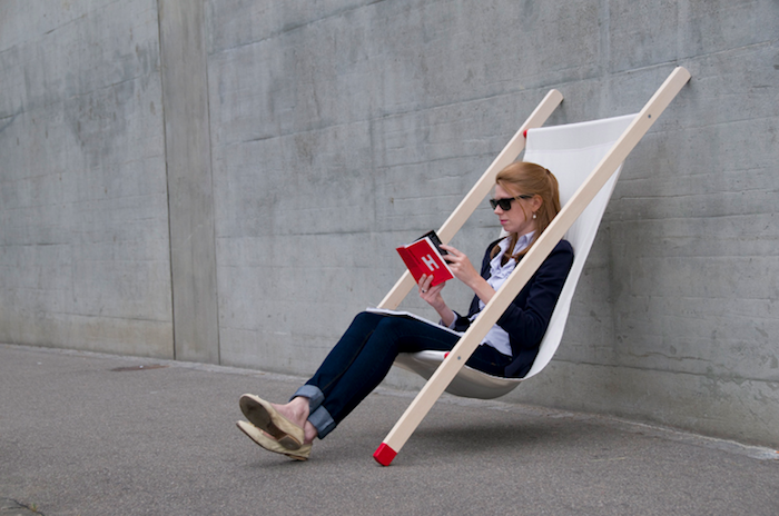 transat-jardin-transate-chaise-longue-pliante-design-original-bois-tissu-bain-de-soleil-ville-idee-deco-street-art-contemporain