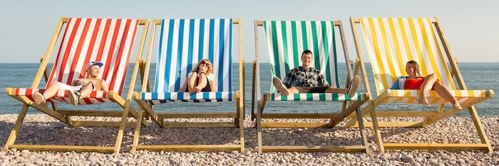 transat-plage-geant-chaise-pliante-tissu-jardin-bain-de-soleil