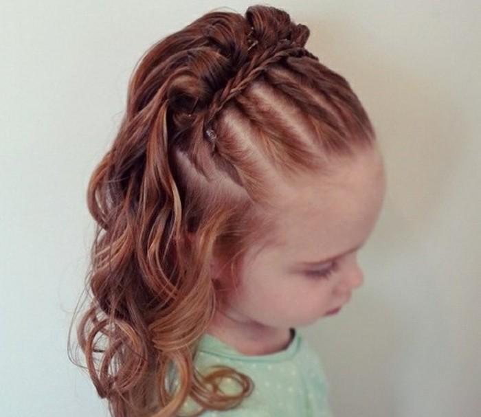 trop-jolie-coiffure-petite-fille-tresses-avec-raies-idee-tres-esthetique