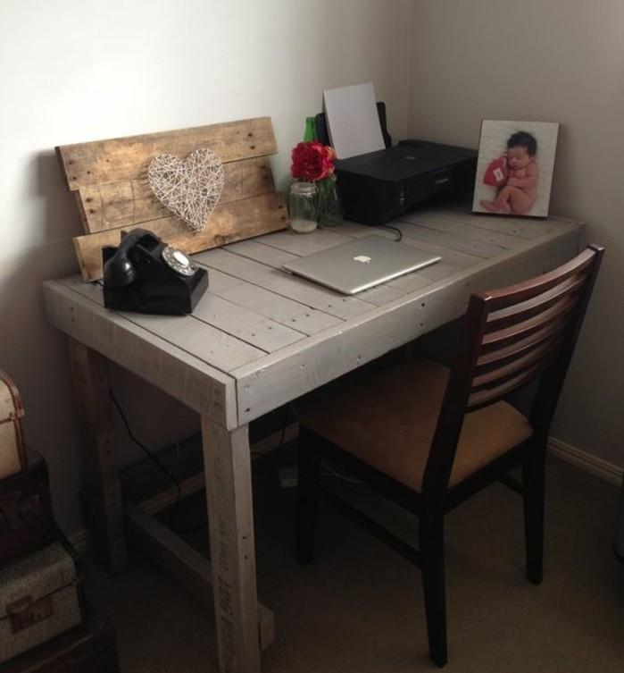 un-bureau-dont-le-design-rappelle-celui-d-une-table-un-coin-de-travail-charmant