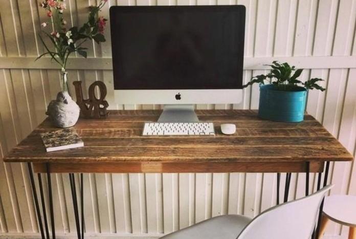un-magnifique-bureau-en-palette-aspect-use-vintage-un-bureau-joliment-arrange