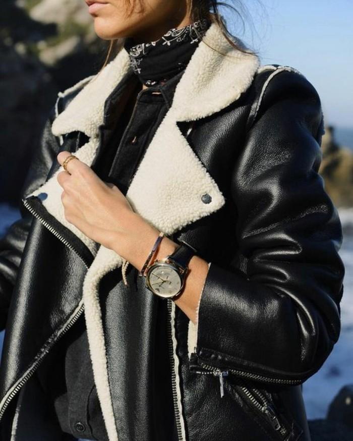 un-perfecto-rouge-pour-femme-moderne-cool-veste-cuir-et-forrure