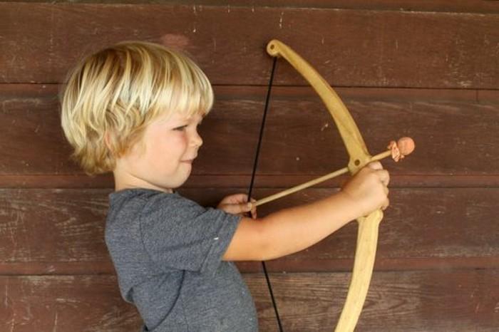 un-petit-archer-idee-arc-jouet-mignon-comment-fabriquer-un-arc