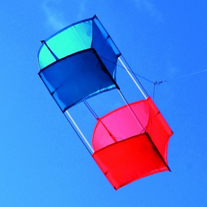 un-serf-volant-en-forme-de-boite-idee-geniale-pour-fabriquer-cerf-volant-tres-sympa