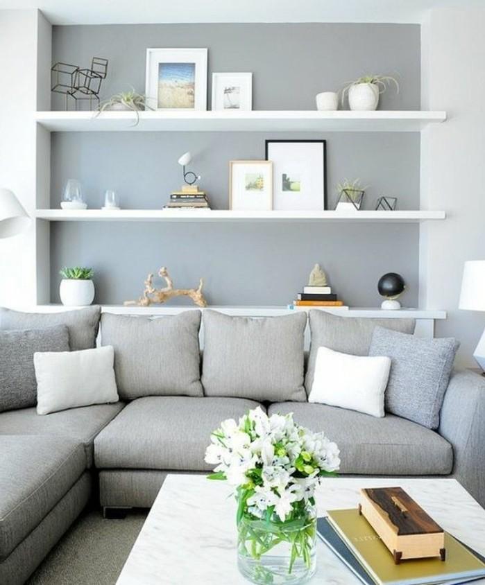 un-tres-beau-melange-salon-gris-et-blanc-mur-d-accent-grise-canape-gris-etageres-blanche-tres-joliment-decores