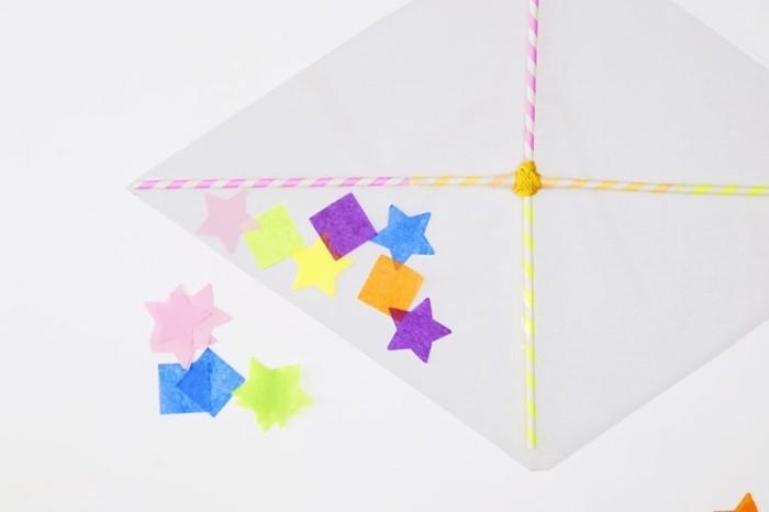 une-belle-idee-pour-decorer-votre-cerf-volant-enfant-coupez-de-jolis-motifs-colores