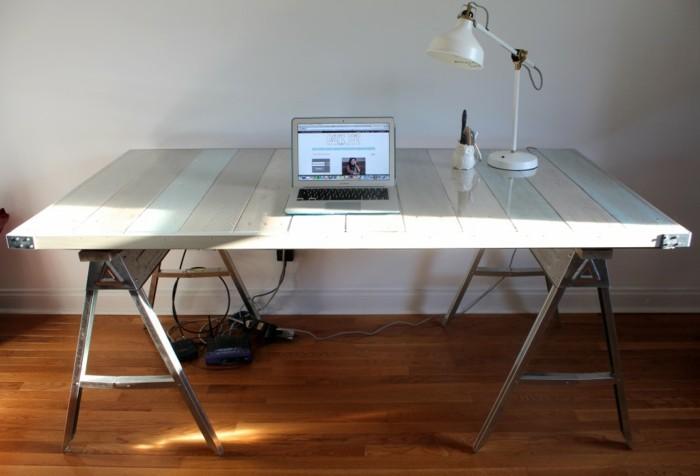 une-idee-pour-un-meuble-en-palette-fabriquer-un-bureau-blanc-en-palette-elegant