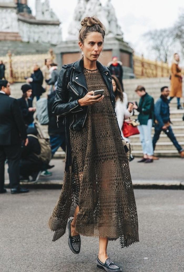 une-idee-veste-en-cuir-marron-femme-idee-s-habiller-bien-robe