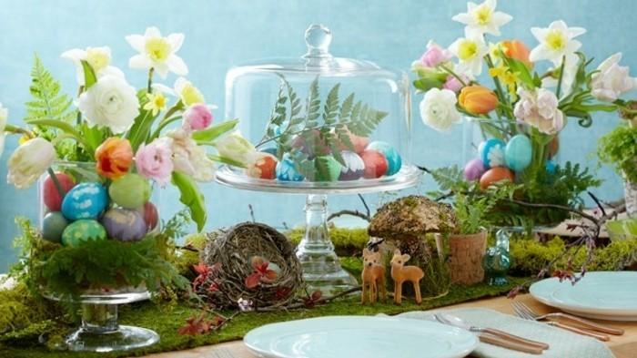 une-table-miraculeuse-elements-decoratifs-charmants-oeufs-colores-fleurs-et-de-nombreux-petits-details