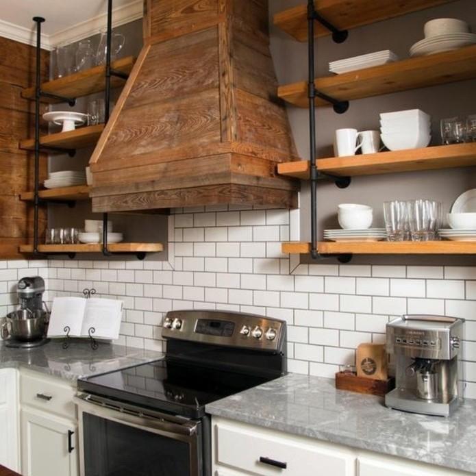 unique-idee-cuisine-industrielle-apirateur-industriel-en-bois-etageres-industrielles-credence-en-carrelage-blanc-meuble-cuisine-blanc-tres-elegant