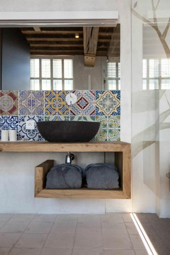 vasque-ronde-vasque-noire-sur-un-plateau-en-bois