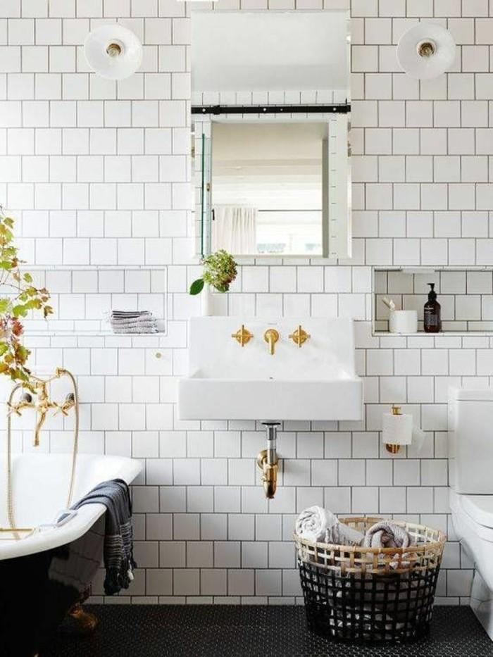 vasque-suspendue-aux-details-dores-lavabo-rectangulaire