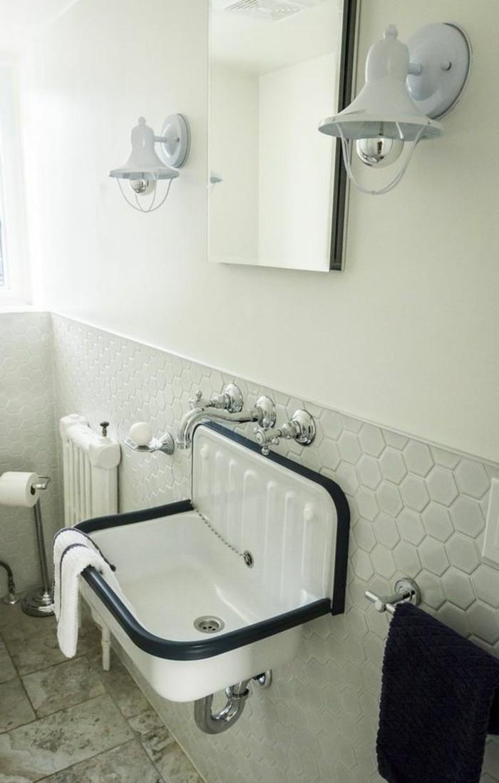 vasque-suspendue-blanche-lavabo-retro-et-carrelage-hexagonal
