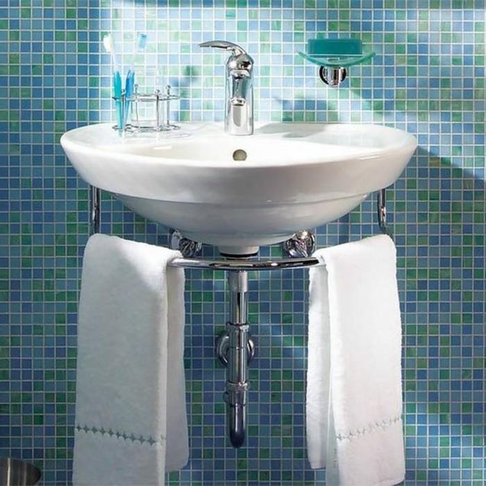 vasque-suspendue-carrelage-salle-de-bain-bleu-mosaique