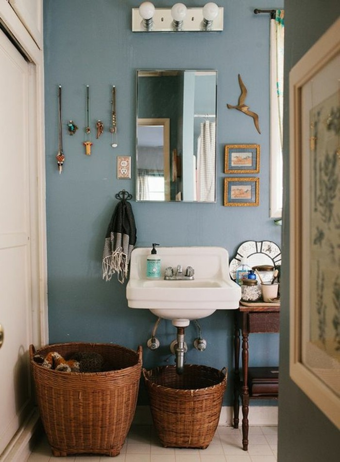 vasque-suspendue-et-deux-paniers-tresses