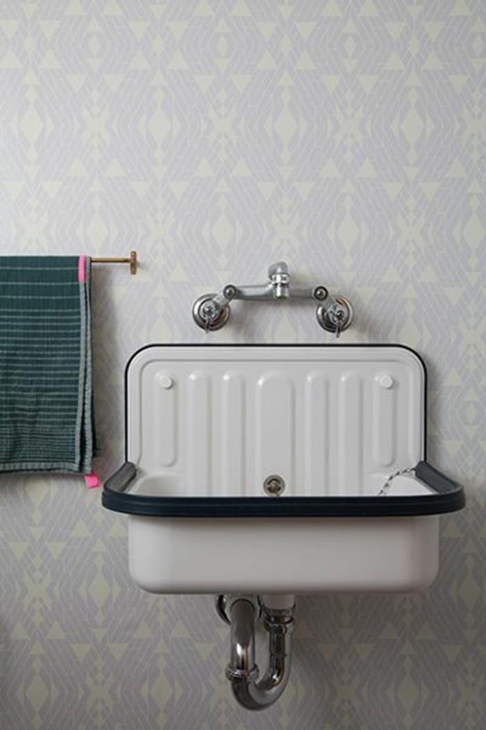 vasque-suspendue-vintage-et-porte-serviettes-pratique
