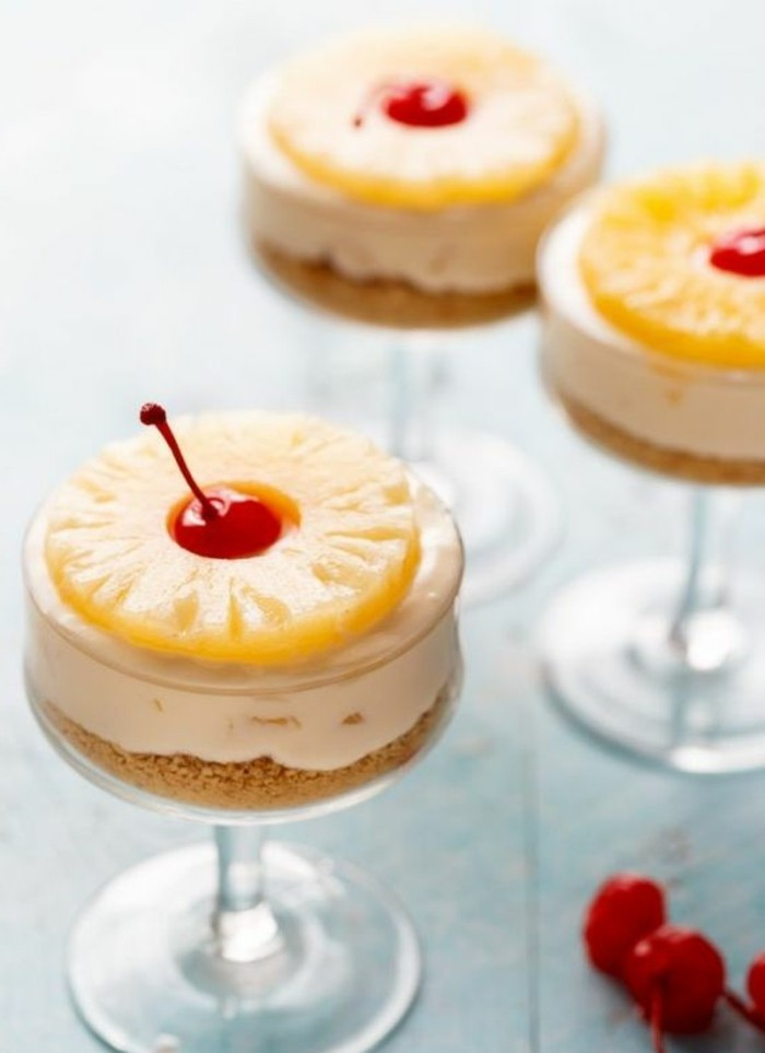 verrine-sucree-crumble-aux-ananas-et-cerises-petitedessert