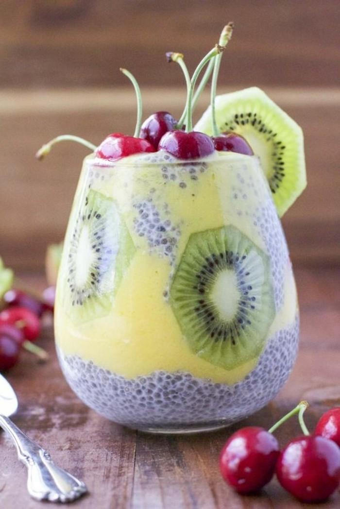 verrine-sucree-dessert-vitamine-aux-fruits-divers