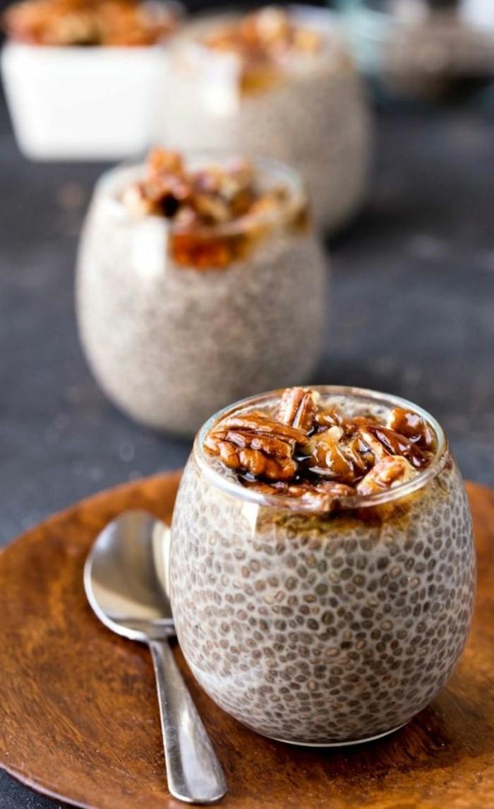 verrine-sucree-verrine-facile-aux-noix-et-aux-grains-de-chia