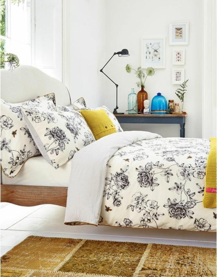 elegante-chambre-a-coucher-coussin-tricote-jaune