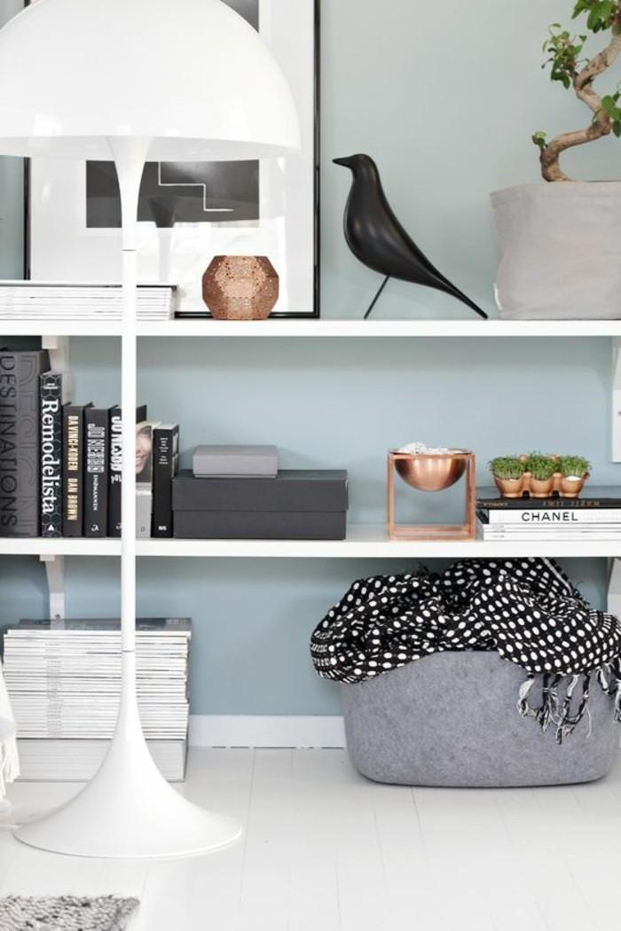 etagere-basse-etagere-simple-blanche-peinture-murale-bleue