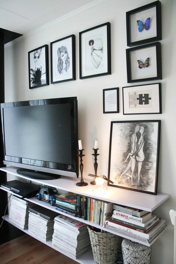 etagere-basse-comme-meuble-de-tv-suspendu-et-photos-encadres