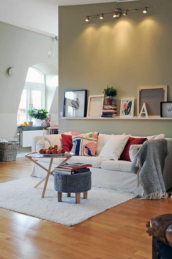 etagere-basse-interieur-plan-ouvert-tapis-blanc-rectangulaire