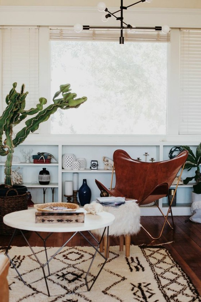 etagere-basse-petite-table-ronde-tapis-en-teintes-claires
