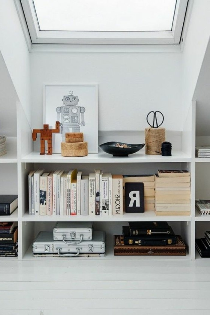 etagere-basse-rangement-astucieux-dans-une-chambre-attique