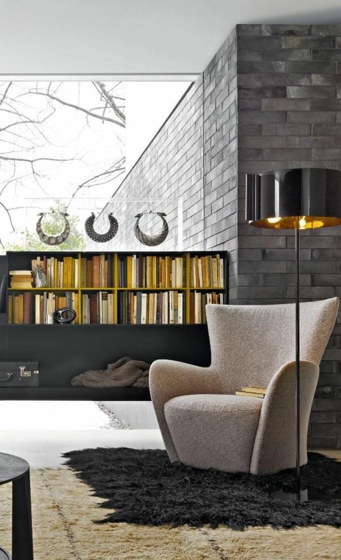 etagere-basse-rangement-deco-pour-le-salon-fauteuil-gris