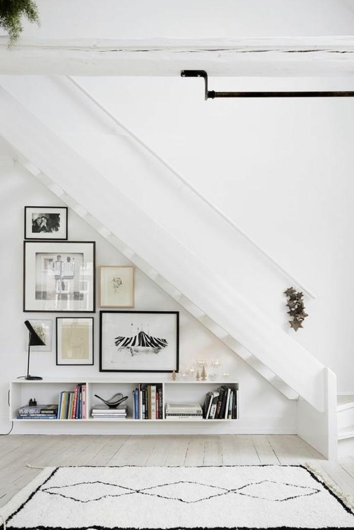 etagere-basse-sous-une-pente-decor-blanc