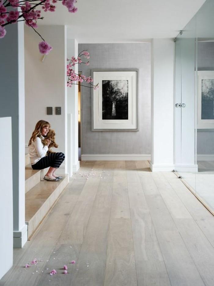 1-parquet-chene-massif-clair-couloir-escalier-interieur-grande-fenetre-avec-vue