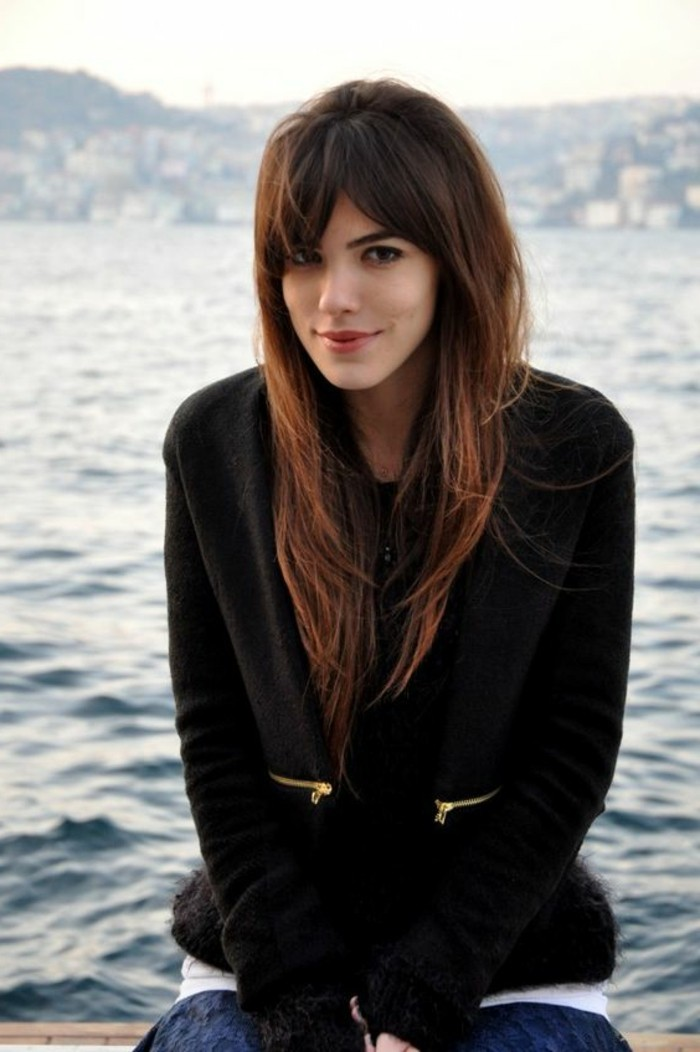 admirable-idee-coupes-carre-degrade-vue-mer-cheveux-longs