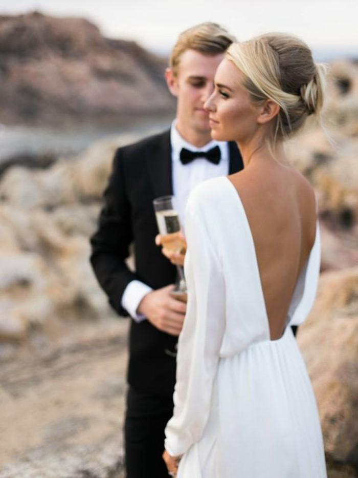 adorable-robe-mariee-simple-et-elegante-longues-manches-dos-nue