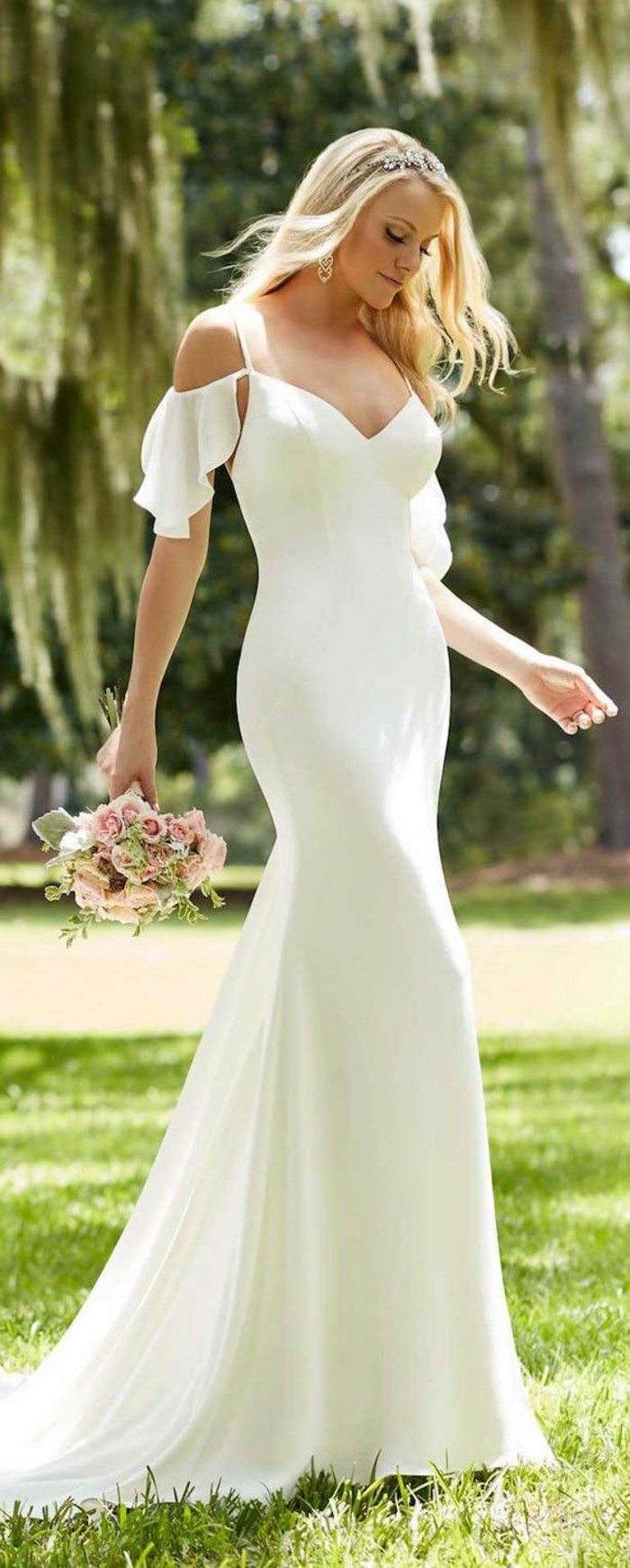 adorable-robe-mariee-simple-et-elegante-manches-feeriques