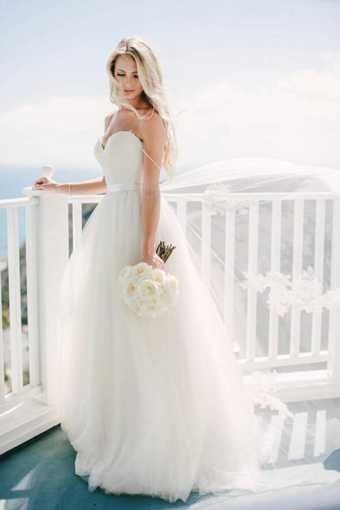 Beaux modèle de robe de mariée très simple et originale en même ...