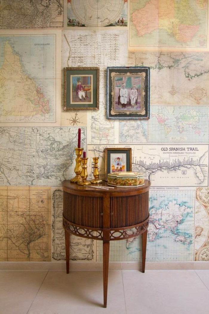 amenagement-salon-vintage-mur-en-poster-mappemonde-vintage