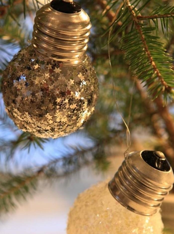 ampoules-electriques-transforme-en-jolie-decoration-pour-votre-sapin-de-noel-bricolage-noel-idee-fantastique