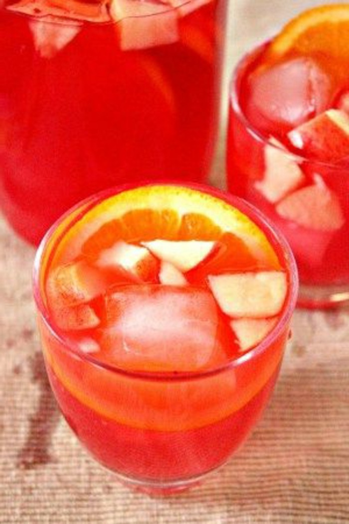 aperitif-sans-alcool-cocktail-avec-limonade-et-fruits-rouges