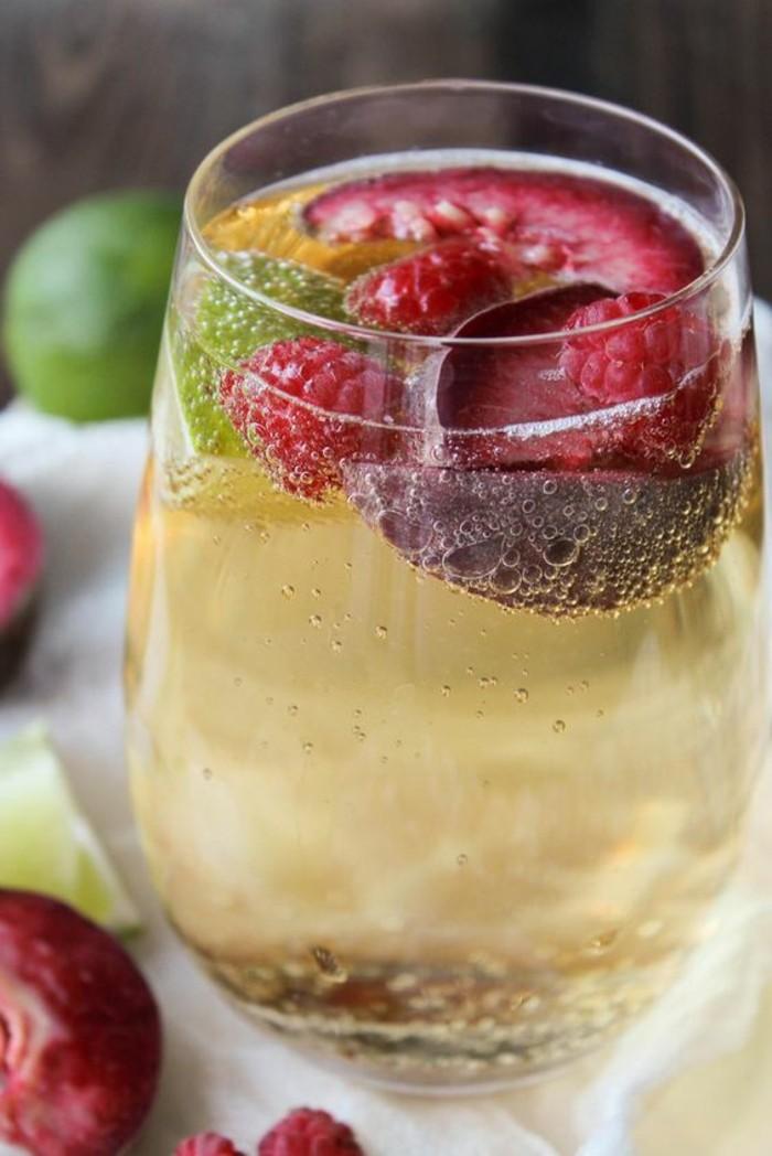 aperitif-sans-alcool-cocktails-a-la-base-de-leau-gazeuse