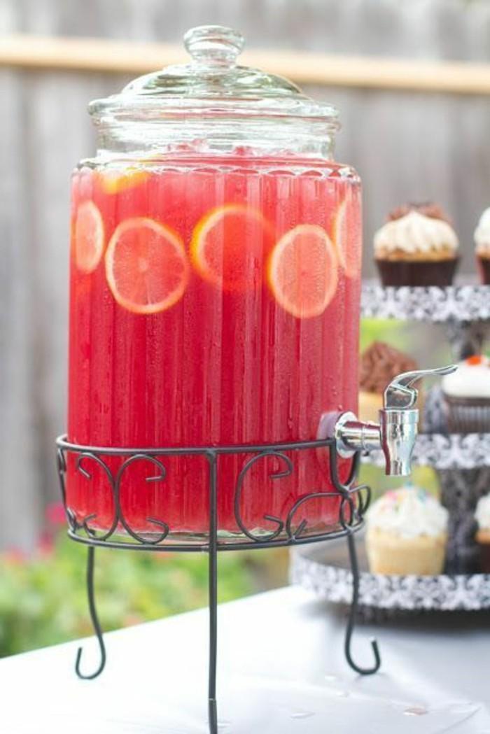 aperitif-sans-alcool-limonade-aux-framboises-pour-un-cocktail-frais