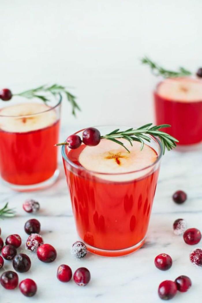 aperitif-sans-alcool-myrtilles-et-citron-jus-de-fruits-frais