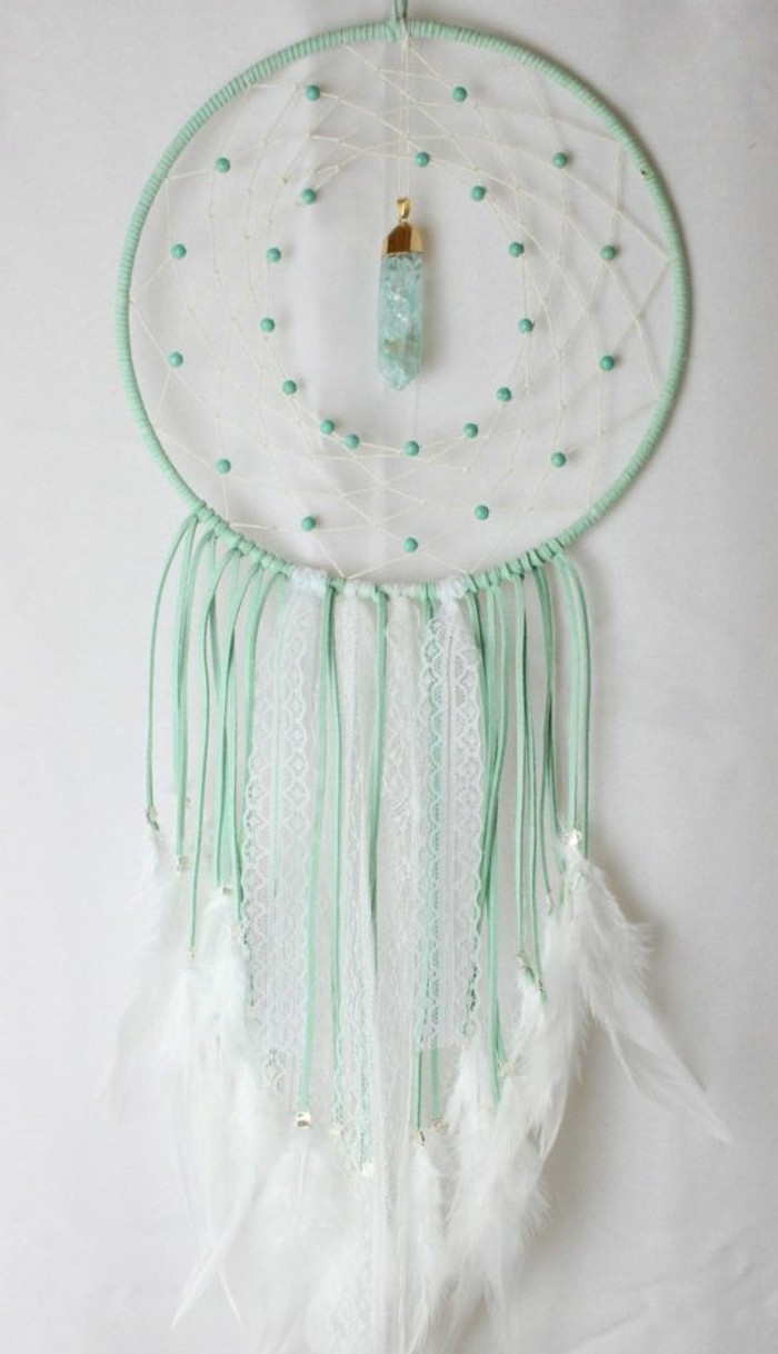 attrape-reve-modele-charmant-capteur-de-reve-en-vert-et-blanc-suggestion-raffinee-attrape-dreamcatcher