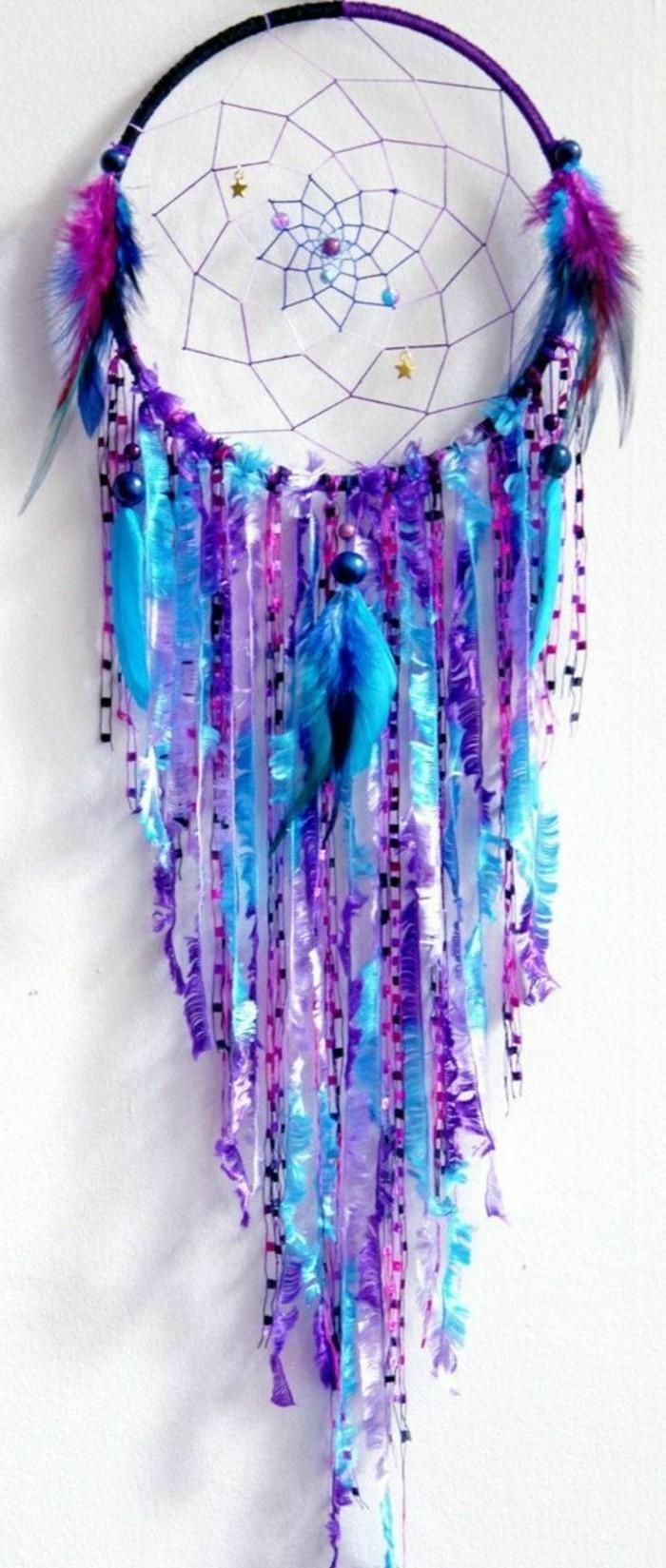 attrape-reve-boheme-en-differentes-nuances-du-bleu-et-du-violet-toile-tres-jolie