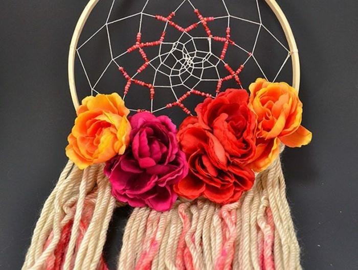 attrape-reve-floral-bel-exemple-decoration-de-roses-idee-pour-fabriquer-un-attrape-reve