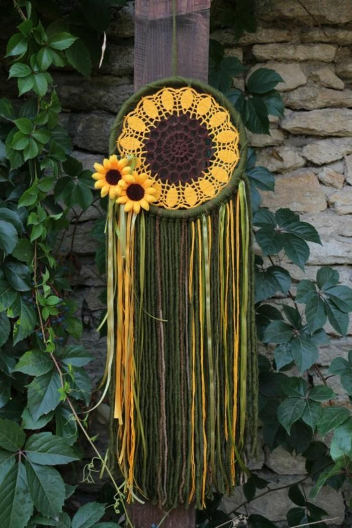 attrape-reve-magnifique-en-vert-et-jaune-et-deco-florale-idee-diy-attrape-reve